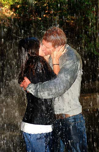 Engagement_kiss_under_the_water_fall