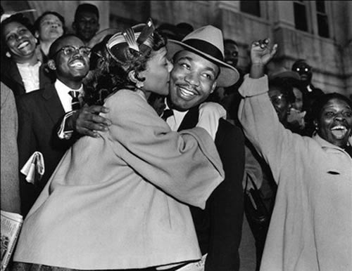 Martin_luther_king_kiss