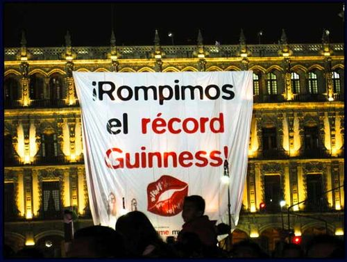 Guniness_kissing-record_mexico_2009