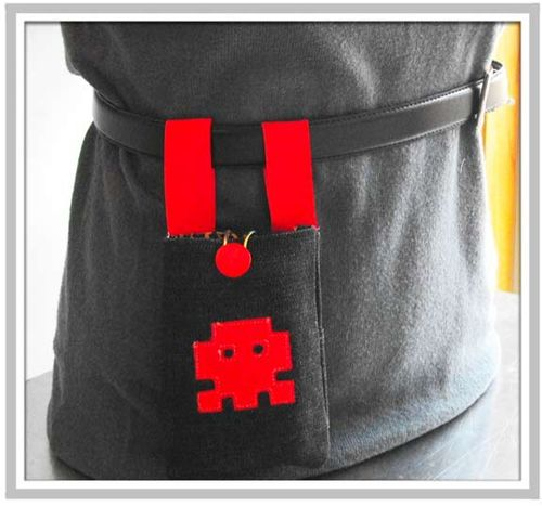 Space_invaders_iphone_pouch