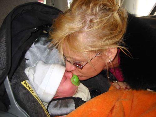 Grandma_kisses_for_flora