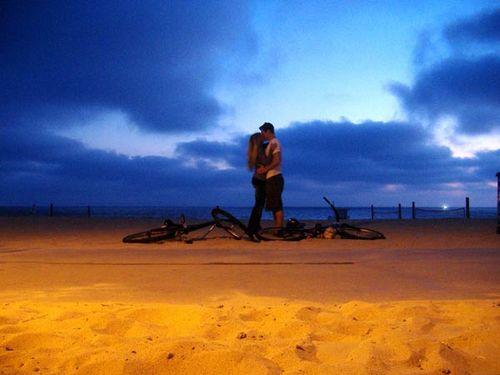 Manhattan_beach_sunset_kiss