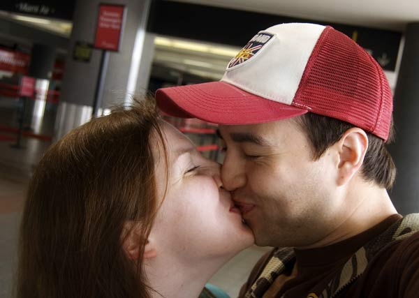 Airport_kisses