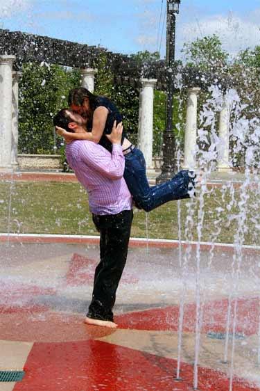 Dancing_in_the_rain_kiss