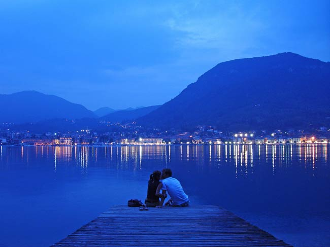 A_romantic_moment_in_italy