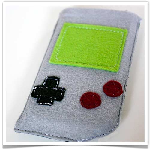 Iphone_pouch_game_boy