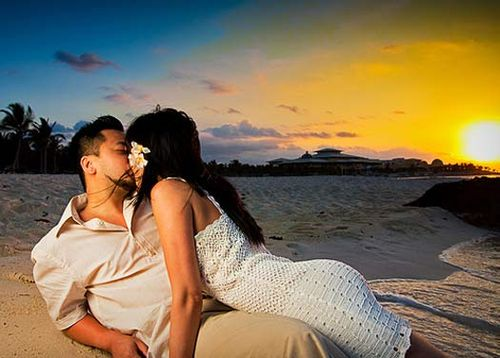 Sunrise_kiss_in_mexico