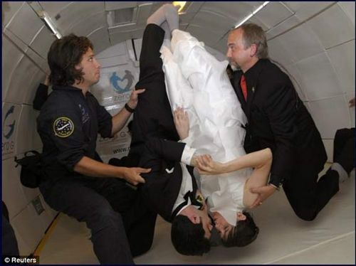 Zero_gravity_wedding_kisses