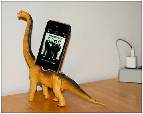 Iphone_dinosaur_dock