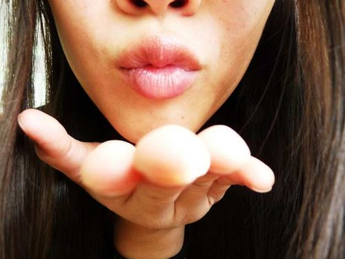 Blowing_you_a_kiss