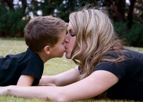 Mom_gets_all_the_kisses
