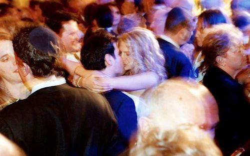 Kiss_On_The_Dancefloor