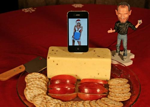 Steve_Jobs_iPhone_cheese_Do