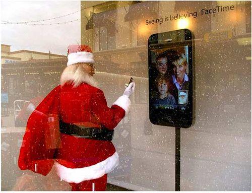 Apple_Store_Santa_Facetime
