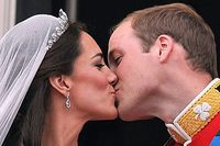 Prince_Willaim_Kate_First_Kiss