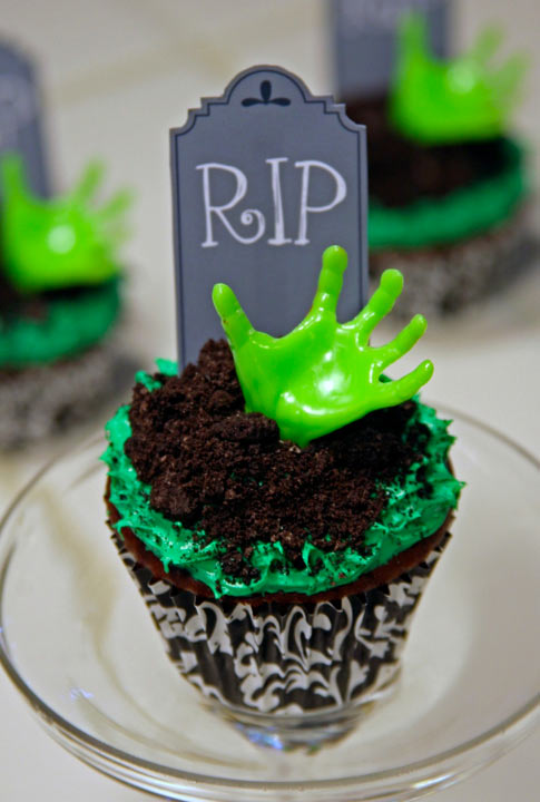 DIY_Zombie_Cupcake_final_hero_photo
