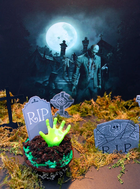 Zombie_Cupcake_shoebox_art_