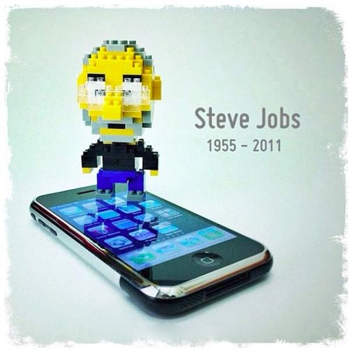 Steve_Jobs_Lego_Tribute_iPhone