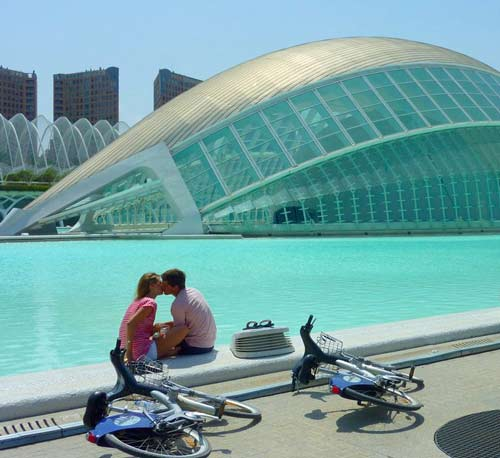Kiss_By_The-Hemisferic_Valencia_Spain