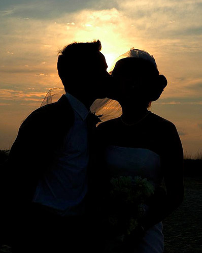 Kiss_before_the_sun_sets