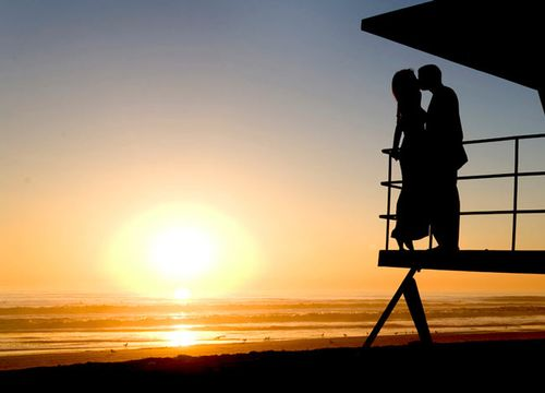 Kiss_on_a_lifeguard_tower