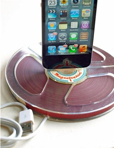 Reel_to_reel_iPhone_Dock