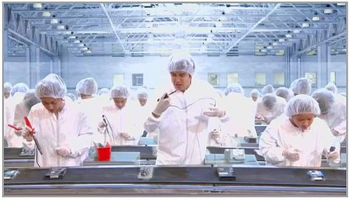 Foxconn_Factory_Workers