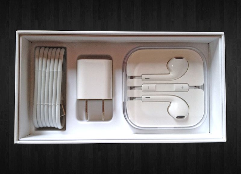 IPhone_5_accessories_in_box