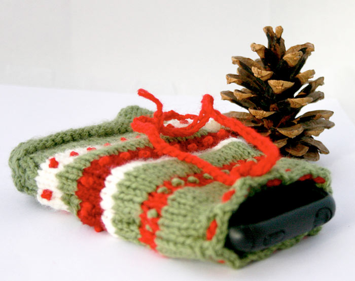 Ugly_iPhone_Christmas_Sweater