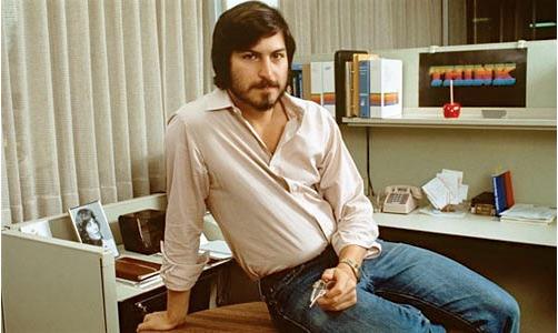 Young_Steve_Jobs_at_Desk
