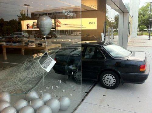 Car-crash-into-the-Apple-Store-in-Greensboro