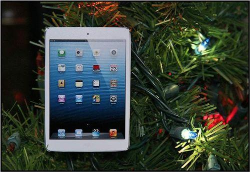 IPad_Mini_Christmas_Ornaments