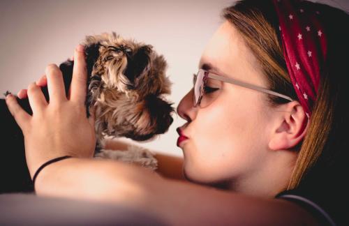 Puppy_kiss_best_kisses_by_julian_hochgesang